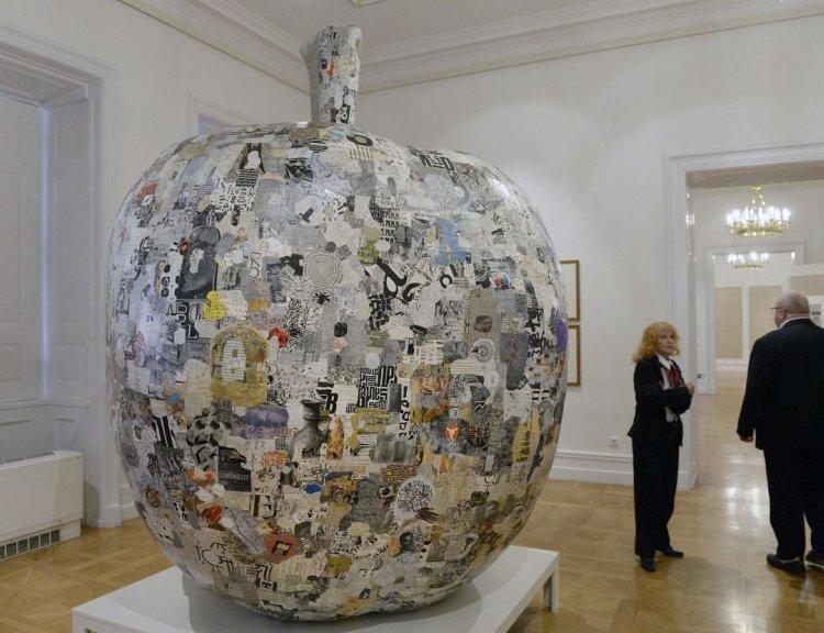 clanek_Národní galerie vystavuje koláže Jiřího Koláře ze srpna 1968