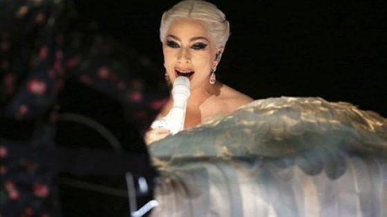 clanek_    Lady Gaga ruší evropskou část turné. Je 'zničená a musí se dát do kupy'