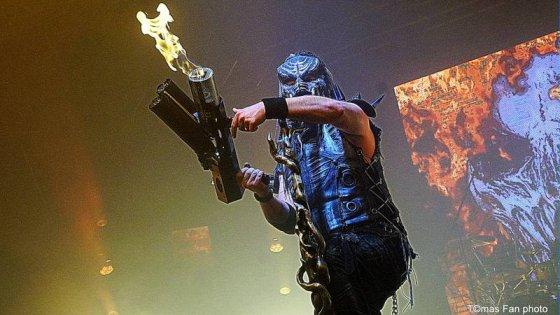 clanek_Dymytry Revolter tour se pomalu chýlí k závěru, v brněnské hale Vodova na diváky šlehaly tisíce plamenů