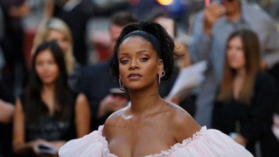 clanek_Svobodná zednářka Rihanna. Náboženské skupiny zpěvačku v Senegalu nechtějí