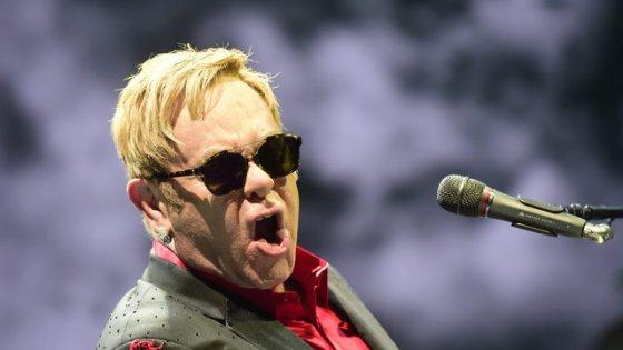 clanek_Elton John už nebude koncertovat. Padesátiletou kariéru zakončí na turné, rozloučí se také v Praze